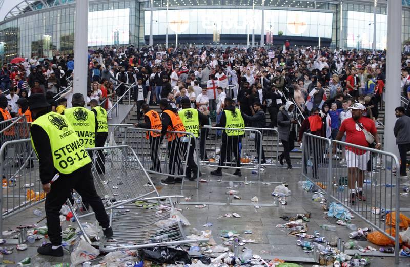 Det var stygge scener utenfor Wembley i forkant av EM-finalen 11. juli. Foto: David Cliff / AP / NTB