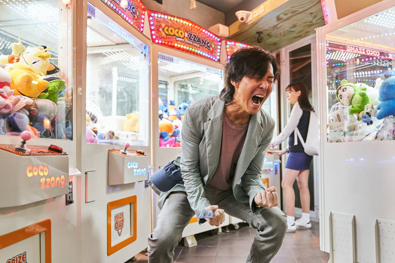 Skuespiller Lee Jung-jae er allerede en stor stjerne i hjemlandet. Nå har et verdenspublikum oppdaget ham i rollen som Sesong Gi-hun i «Squid Game», en desperat mann som blir med i et nytt mystisk spill for å skaffe penger til seg og familien.