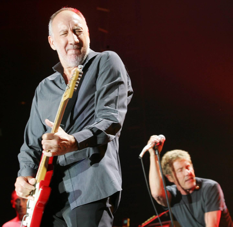"""""""Hope I Die Before I get old"""" sang The Who i 1965. Her er Pete Townshend og  Roger Daltrey på scenen i 64-årsalderen i 2007 - og de holder på ennå."""