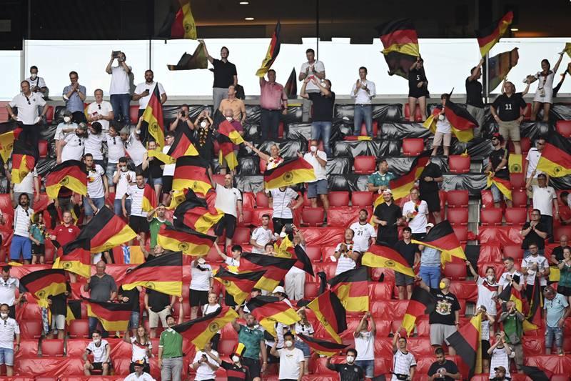 Tyske supportere vil gjerne følge laget sitt mot England på Wembley i neste uke. Foto: