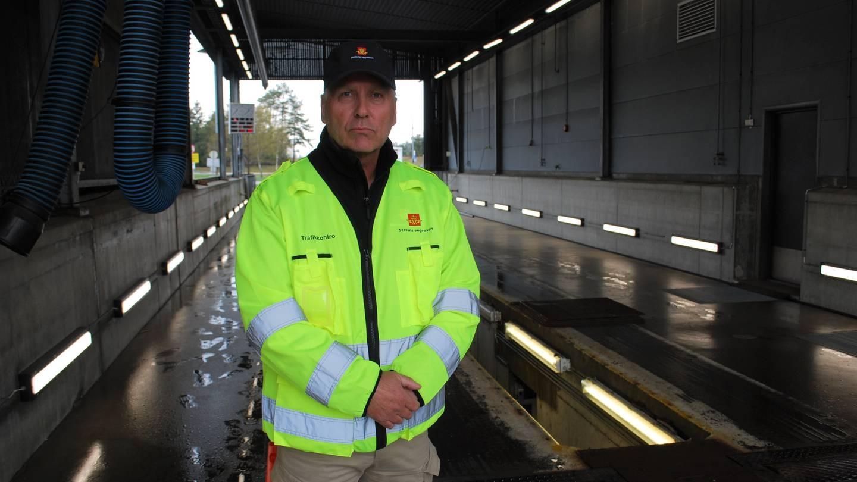 Fagleder Øyvind Grotterød ved Statens vegvesens kontrollstasjon ved Svinesund.