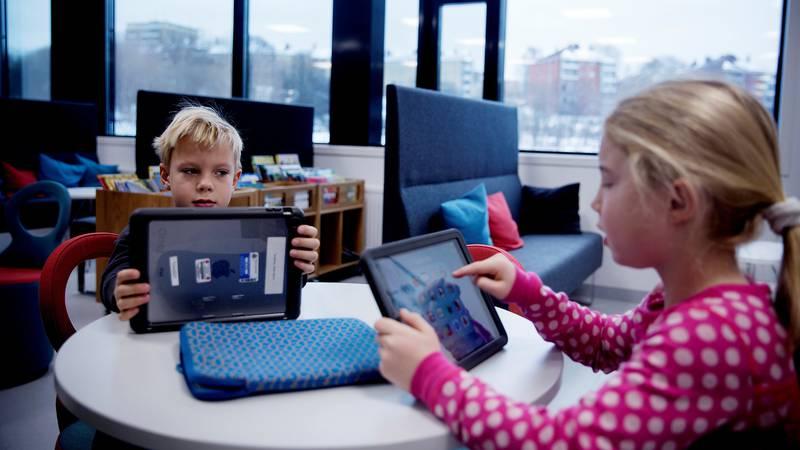 Teglverket skole i Oslo jobber målrettet for å ruste elevene sine for fremtidens kompetansebehov. Nylig mottok skolen «Innovasjonsprisen 2017» fra Senter for IKT i opplæringen for måten de jobber helhetlig og innovativt med elevenes læring på.