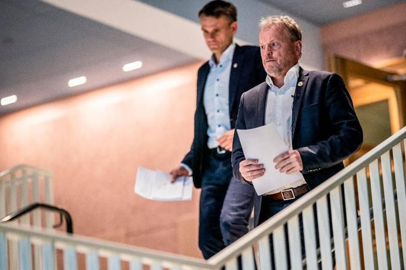 Byrådsleder Raymond Johansen (Ap) og finansbyråd Einar Wilhelmsen (MDG), her fotografert i det de skal legge fram revidert budsjett for 2020.