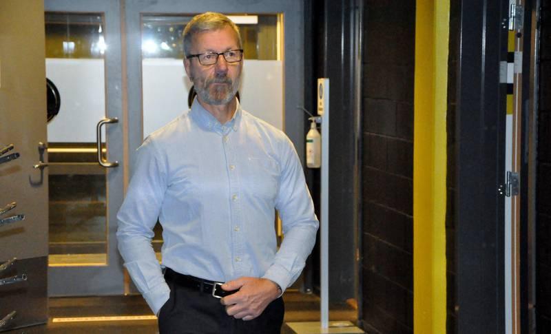 Oilers-trener Todd Bjorkstrand er under stadig større press etter nok et tap. Foto: Espen Iversen