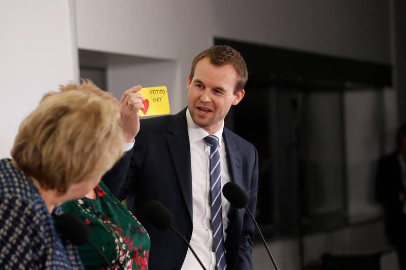 Erna Solberg og Kjell Ingolf Ropstad på partienes pressekonferanse torsdag kveld.