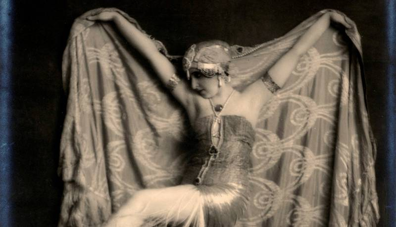 Bildene av den verdensberømte danseren Vera Fokina (1919) ble Waldemar Eides største suksess. Bildet viser henne i «Salome – de syv slørs dans» der hun fremstilte en sterk kvinneskikkelse med orientalsk bakgrunn, noe som var veldig populært i samtiden.
