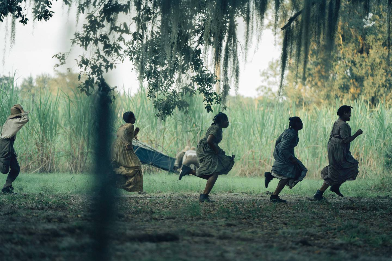 Den Emmy-nominerte dramaserien «The Underground Railroad» er basert på en roman som blant annet har fått Pulitzer-prisen i USA. Serien handler om slaver som flykter til en tilsynelatende sikrere tilværelse fra sør til nord i USA. Serien er å se på Amazon Prime Video, hvor flere dramaserier basert på populære romaner kommer i høst.