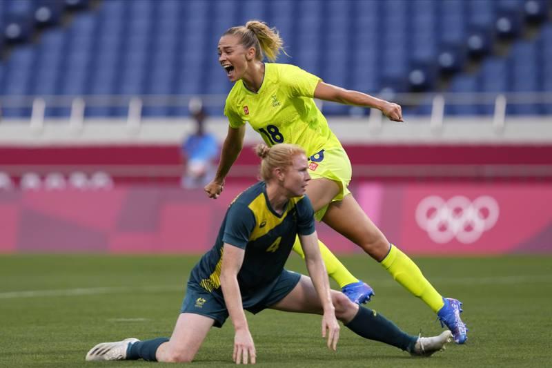 Fridolina Rolfö scoret to mål i 4-2-seieren over Australia i OL lørdag. Foto: Martin Mejia / AP / NTB