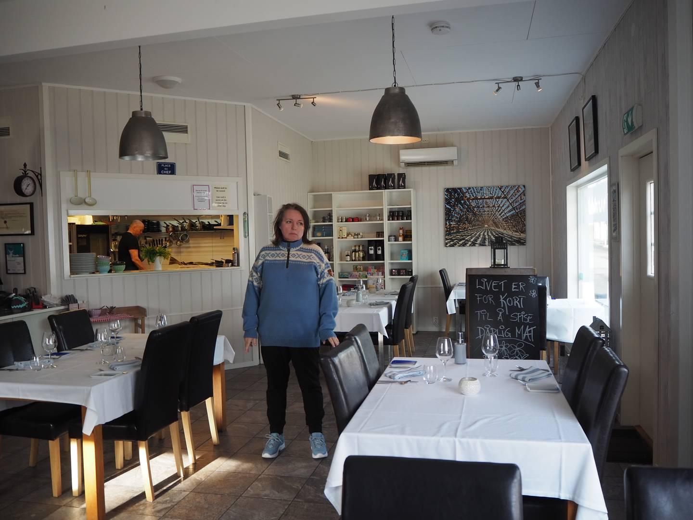 «Livet er for kort til å spise dårlig mat» står det på skiltet som vanligvis pryder frontpartiet til restauranten, men som nå er ryddet inn. Restauranten til Siv Hilde Lillehaug står nå tom for fjerde gang siden mars i fjor.