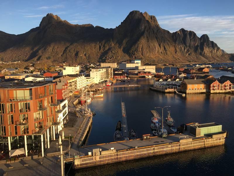Utsikten over Svolvær fra hotellet, er formidabel!