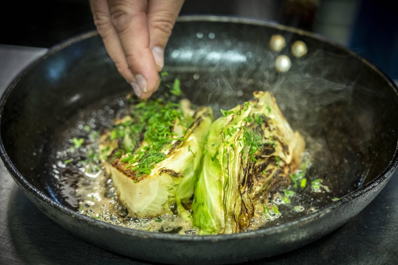 Pass på å kose deg med stekt nykål mens sesongen varer.