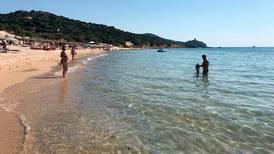 Turist tok med sand fra paradis-strand og ble bøtelagt