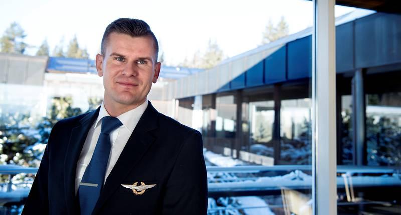 Lars Magnus Kirkhus startet pilotkarrieren som mange andre unge piloter hos et lavprisselskap i Europa.