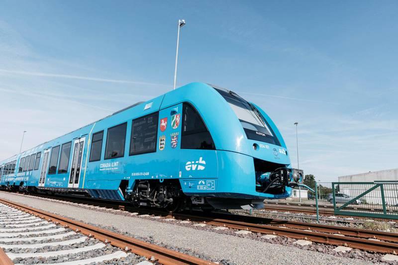 Slik ser det ut - Alstoms hydrogentog som togselskapet LNVG har satt inn i ordinær passasjertrafikk i Tyskland, og som Jernbanedirektoratet har studert på nært hold.