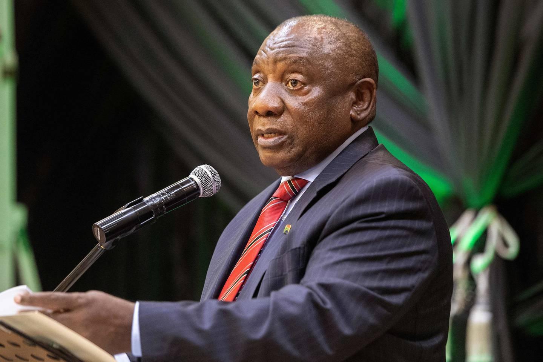 Sør-Afrikas president, Cyril Rampahosa, sier landet vil vaksinere langt flere i ukene som kommer.