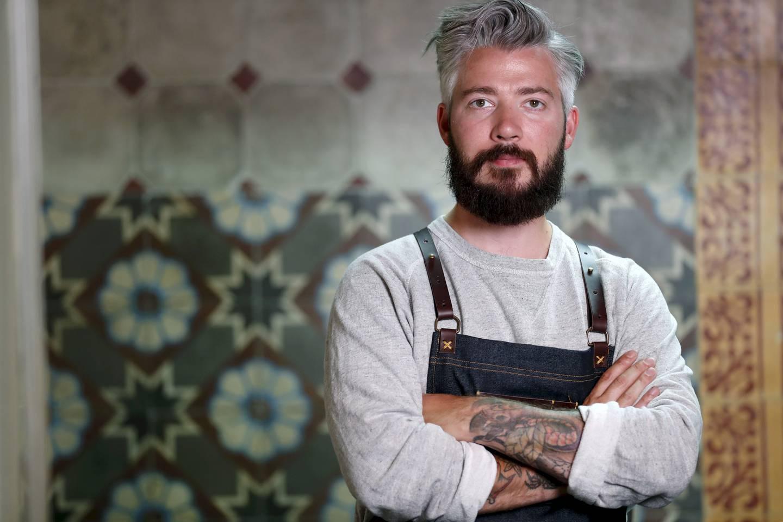 Stjernekokken Even Ramsvik (36) har vært innehaver av en Michelin-stjerne med restauranten Ylajali og har høstet mange gullmedaljer både alene og sammen med Kokkelandslaget. I dag er han daglig leder for Lava Oslo, et kokkekollektiv med 15 restauranter i Oslo og omegn.