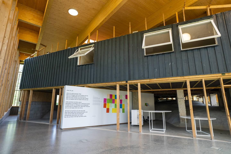 Hegnhuset på Utøya er nå et minne- og læresenter som er bygget rundt og over kafébygget der 13 ungdommer ble drept 22. juli 2011. I alt 69 personer ble drept under terrorangrepet.