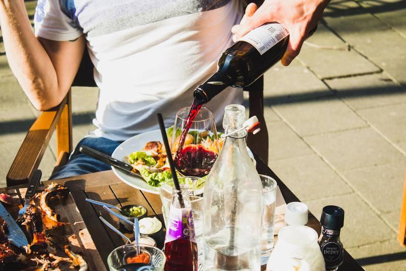 «Mange spisesteder gleder seg nå over at det går mot normalitet, men dette året har tynget ellers sunn drift tungt.» skriver Ole André Myhrvold, Østfold Senterparti. Illustrasjonsfoto: