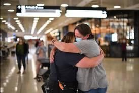 Gråt og smil da reiseboble åpnet – slik skal reising gjenopptas igjen i verden