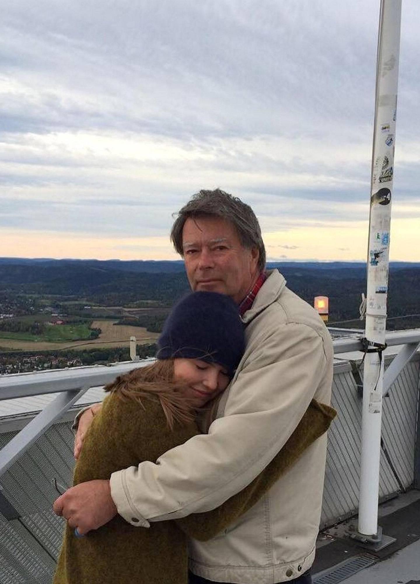 La nå foreldrene dine være litt irriterende. Sjansen for at de elsker deg idiotisk mye er ganske stor. På bildet: Selma sammen med faren sin. Foto: Privat