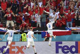 Tsjekkia vant 2-0 over ti nederlendere – blir Danmarks kvartfinalemotstander
