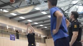 Darko arrangerte basketballskole: – Barn og unge trenger støtte fra oss