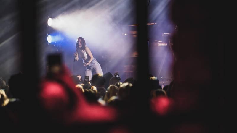 Sigrid på Union scene. Foto: Haldor Åsheim