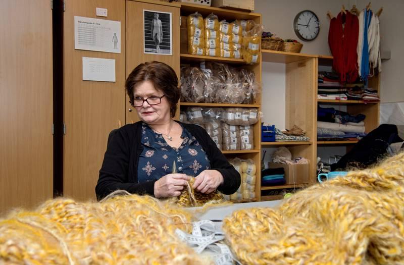 strikkeglad: Rita Grimestad (53) hadde neppe trodd hun skulle bli med å bidra til norsk klesdesign da hun begynte soningen på Bredtveit.