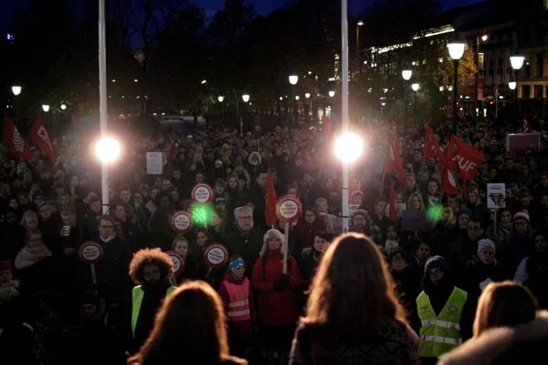 ABORTSTØTTE: Ifølge arrangørene var det rundt 2000 demonstranter på Eidsvolls plass i kveld.
