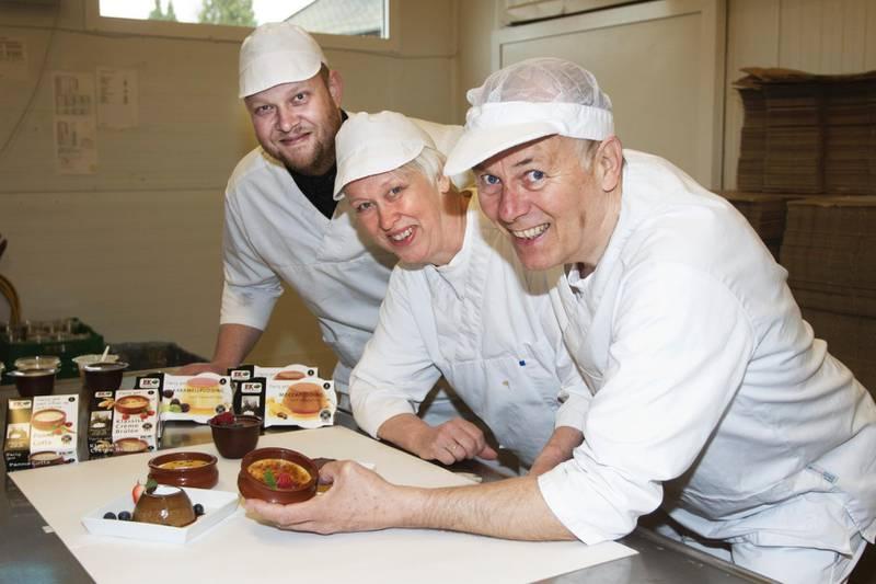 Lars Erik, Ingrid og Joar Ek har mottatt nasjonale priser for sine desserter og sauser. – Nøkkelen er gode råvarer uten bruk av tilsetningsstoffer, mener familien.