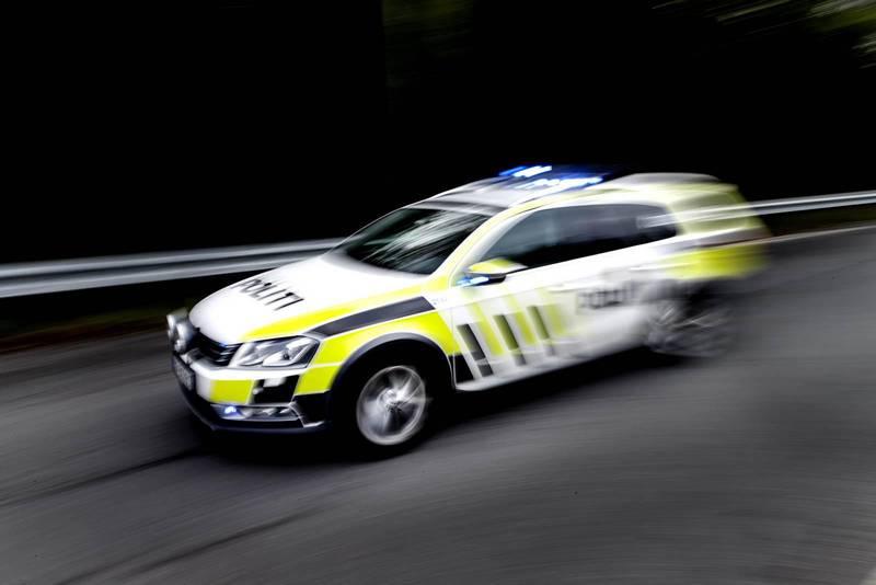 OSLO, Norge 20160927. Politiet i arbeid. Politibilen i fart.  NB! Modellklarert til redaksjonell bruk. Foto: Gorm Kallestad / NTB scanpix
