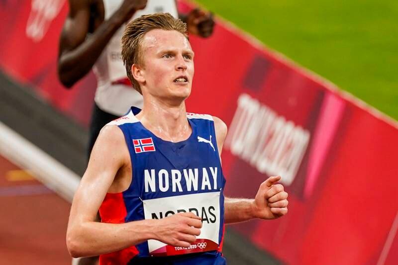 Narve Gilje Nordås under 5000 meter forsøksheat for menn på Olympic Stadion i Tokyo.