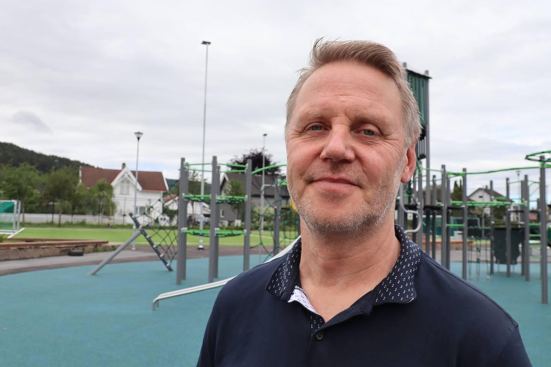 Jon Omberg, avdelingsleder ved Mjøndalen skolen er en av dem som fikk flere oppgaver ifølge av kommunesammenslåing, men det uten mer lønn av Drammen kommune.