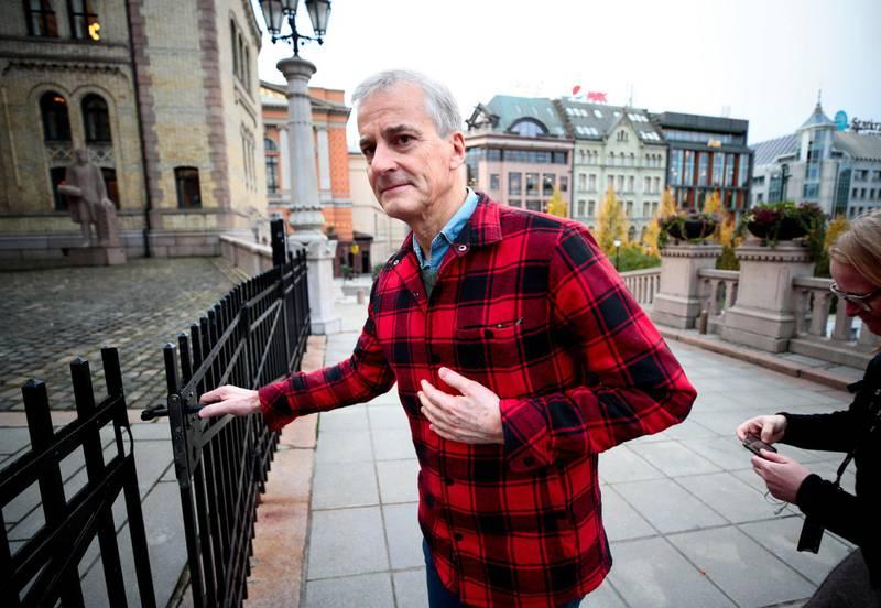 Jonas Gahr Støre må kle seg enda rødere om han skal styre det rødgrønne næringsskiftet, skriver kommentatoren. Foto: Lise Åserud/NTB scanpix
