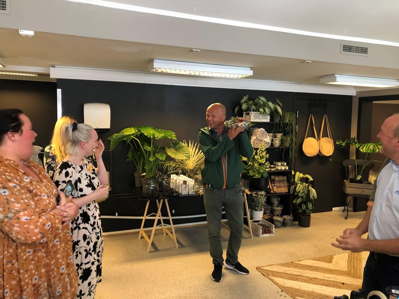 Under pandemien har det dukket opp en ny blomsterbutikk på Karlshus. Pågangen har vært såpass stor at eierne har sett seg nødt til å leie mer plass. Vedum var på besøk hos de nybakte butikkeierne.