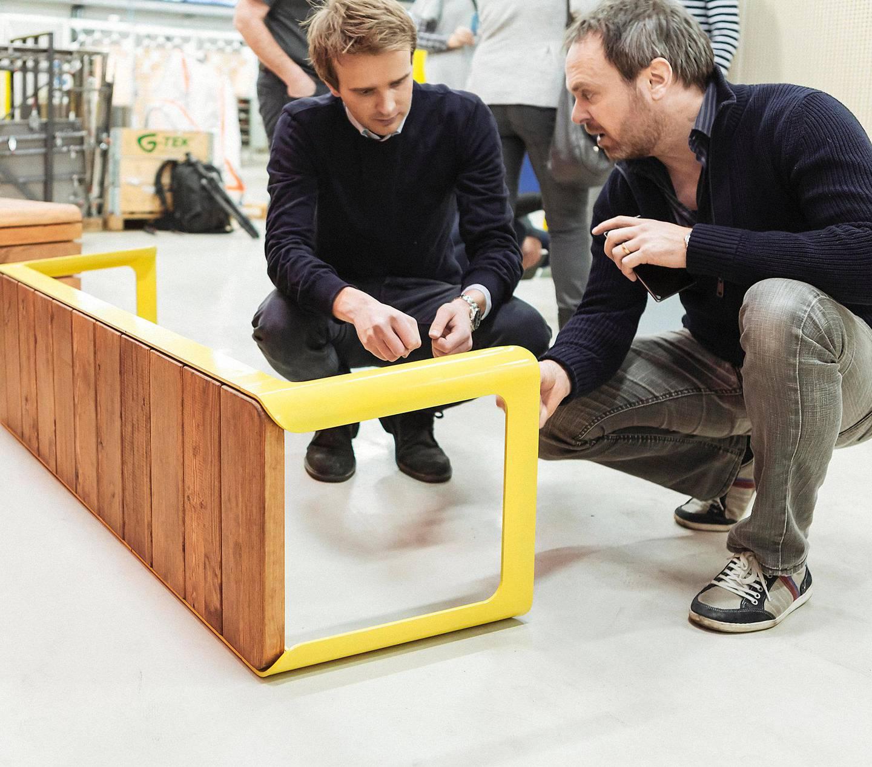 tenker langsiktig:  Administrerende direktør Jan Christian Vestre (t.v.) i Vestre, her med selskapets møbeldesigner Atle Tveit. FOTO: HANNE GUNDERSEN/VESTRE