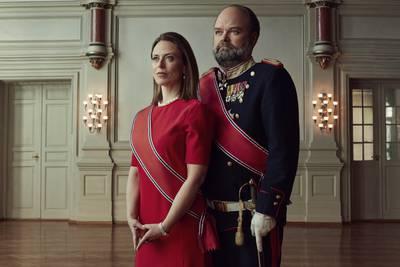 Atle Antonsen som norsk konge i «Kjære landsmenn»: Et royalt gjesp