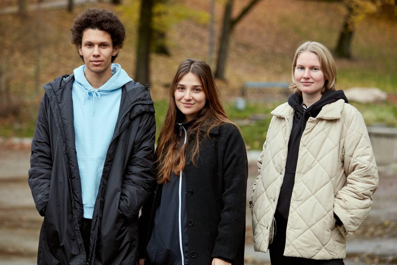 Mo (Kayd Wacays) Lotte (Hanna Heider Hov) er Klaras venner og støttespillere i «Etter lørdag» - hvor Darin Hagi gjør en overbevisende TV-debut.