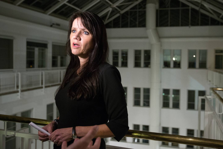 Oslo  20161027. Anne-Kari Bratten, leder i Spekter etter at forhandlingene brøt sammen etter klokka 22. Partene i togstreiken er kalt inn til tvungen mekling hos Riksmeklerens kontor torsdag. Streiken har vart i fire uker og 124 lokførere er tatt ut.
