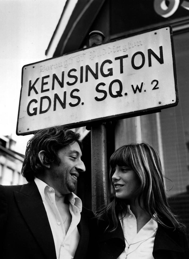 Jane Birkin og Serge Gainsbourg på besøk i London i 1971. Foto: Bob Dear/AP/NTB