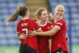 Thorisdottir scoret sitt første for Manchester United - Reiten med assist for Chelsea