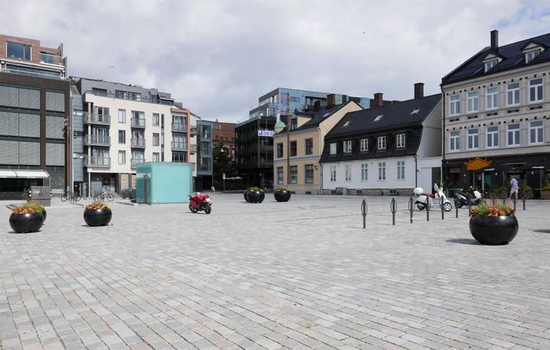 Dampskipsbrygga Brygga i Fredrikstad Brostein Åpen plass Blomstkrukker Fredrikstad sentrum