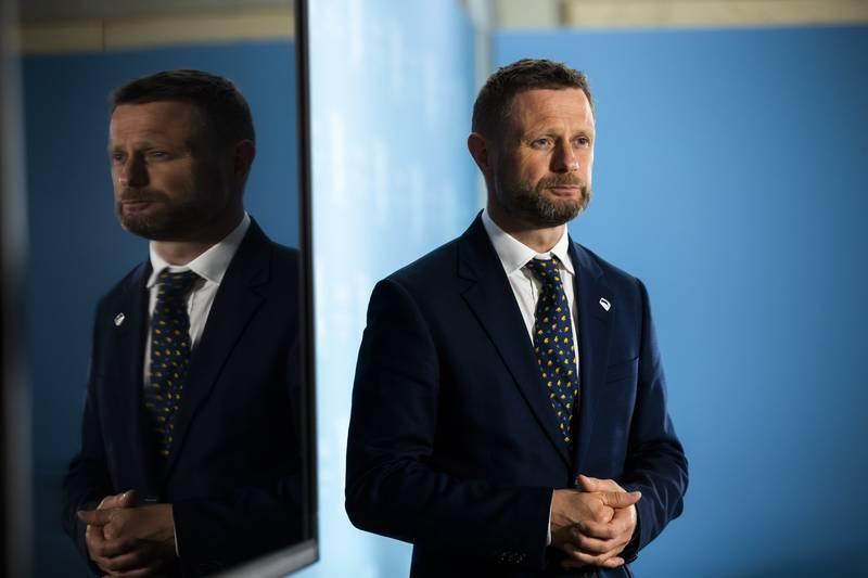 Helse- og omsorgsminister Bent Høie i forkant av en pressekonferanse.