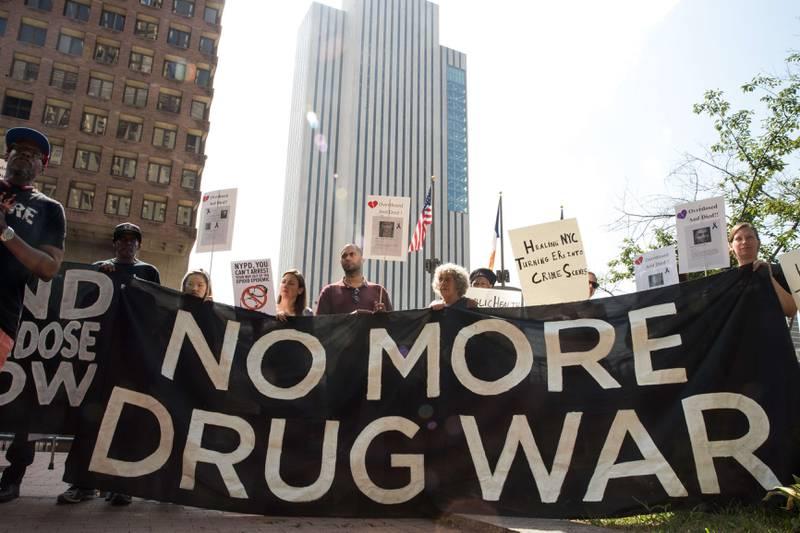 Aktivister protesterer mot «krigen mot narkotika» i New York i august.