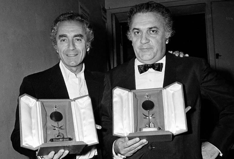 To av regissørene som har satt sitt merke på Cannes og filmhistorien, Michelangelo Antonioni (til venstre) og Federico Fellini i 1971.