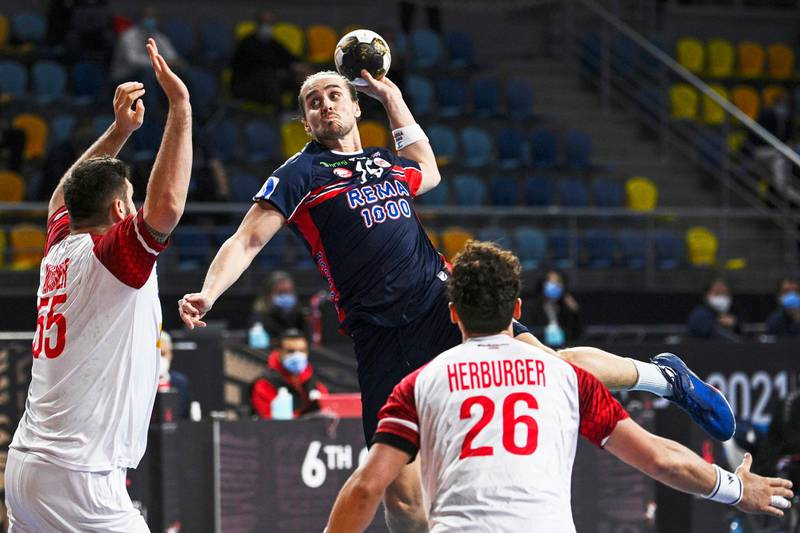Giza, Egypt 20210118. Norway's right back Kent Robin Tønnesen (C) jumps and shoots to score during the 2021 World Men's Handball Championship match between Group E teams Norway and Austria at the 6th of October Sports Hall in 6th of October city, a suburb of the Egyptian capital Cairo on January 18, 2021.Foto: Anne-Christine Poujoulat / POOL / AFP / NTB