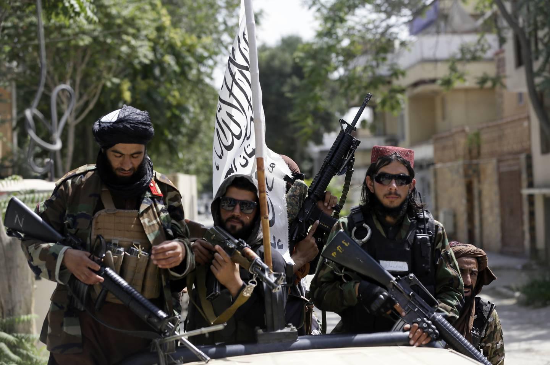 Taliban-soldater patruljerer i Kabul torsdag denne uka.