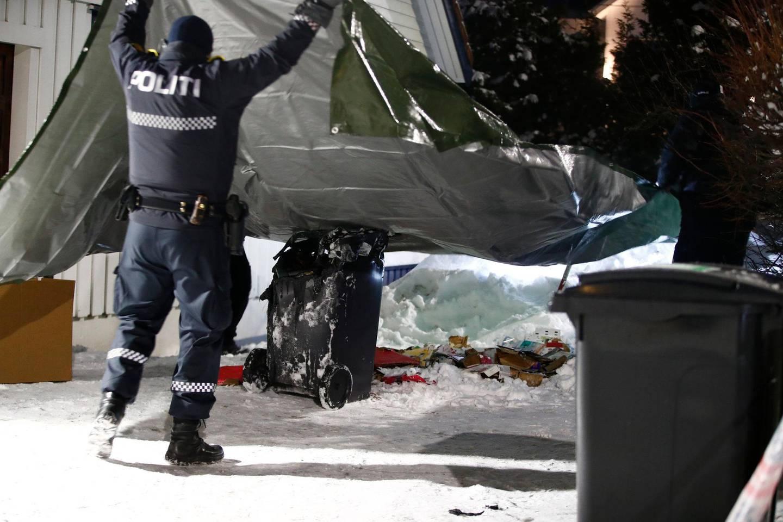 Oslo  20190117. Politiet har rykket ut og etterforsker en mulig brannstiftelse ved huset til justisminister Tor Mikkel Wara (Frp). En søppelkasse på stedet har smeltet. Foto: Terje Pedersen / NTB scanpix