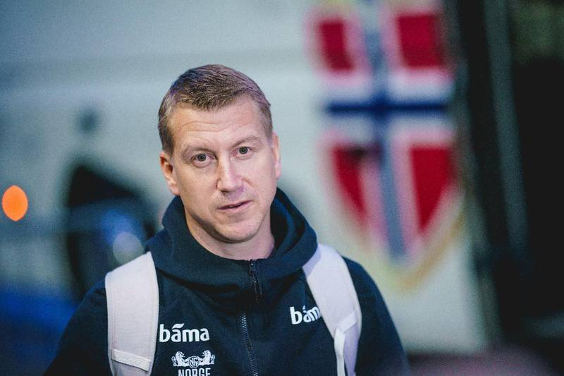 Vikarierende A-landslagstrener Leif Gunnar Smerud fikk bare med seg en keeper på flyet til Østerrike.
