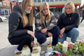 Ungdommer samles i sentrum: – Føles helt uvirkelig
